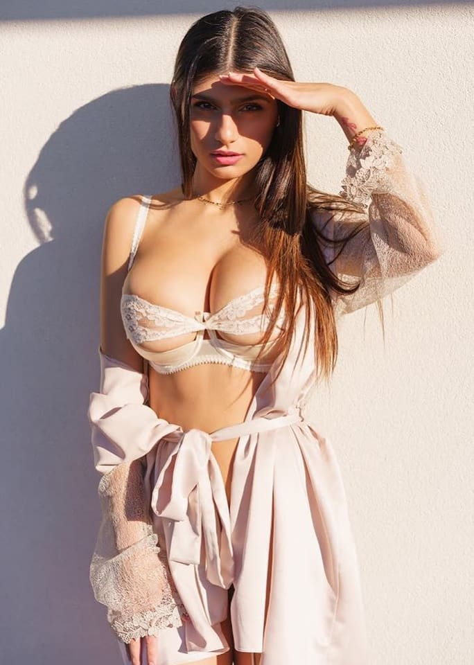 Mia Khalifa sexy